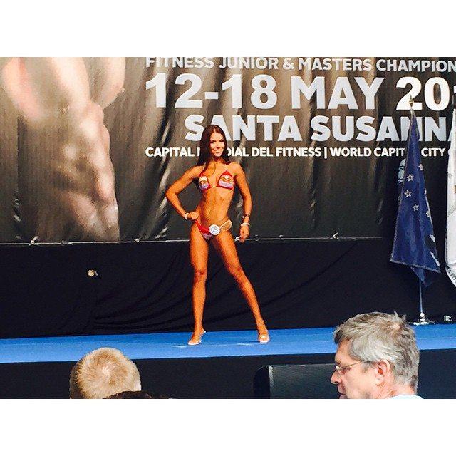 Tamara Miesen Bodybuilding Kleding atleet Europese Kampioenschappen bikini front pose