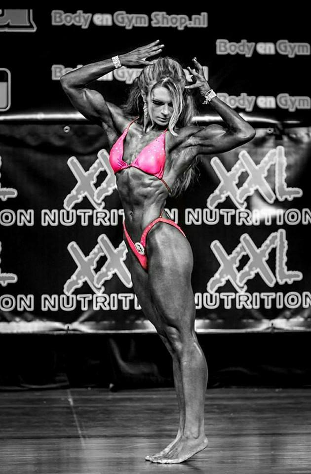 Evelien Nellen Bodybuilding Kleding atleet NK 2014 side pose