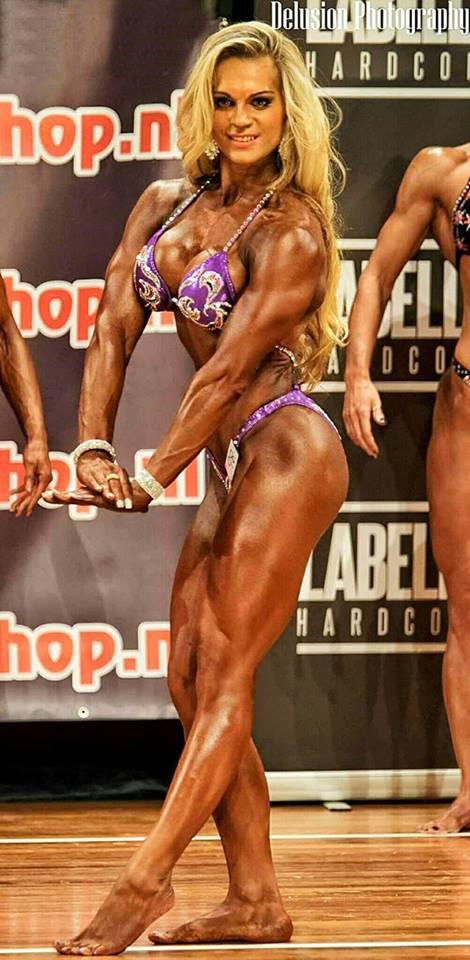 Evelien Nellen Bodybuilding Kleding atleet NK 2015 tricep pose